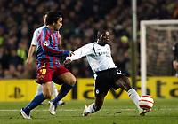 Photo: Chris Ratcliffe.<br /> Barcelona v Chelsea. UEFA Champions League. 07/03/2006.<br /> Claude Makelele passes away from Deco