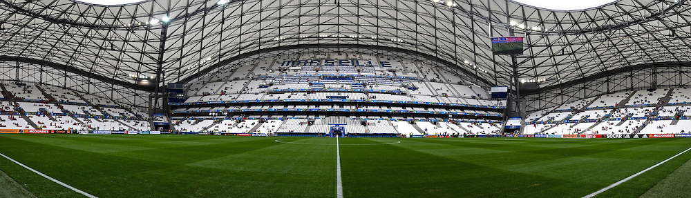 15.06.2016, Stade Velodrome, Marseille, FRA, UEFA Euro, Frankreich, Frankreich vs Albanien, Gruppe A, im Bild ** NOTE TO EDITORS - THIS IMAGE HAS BEEN STITCHED TOGETHER WITH SOFTWARE ** General view of the stadium // ** NOTE TO EDITORS - THIS IMAGE HAS BEEN STITCHED TOGETHER WITH SOFTWARE ** General view of the stadium during Group A match between France and Albania of the UEFA EURO 2016 France at the Stade Velodrome in Marseille, France on 2016/06/15. EXPA Pictures &copy; 2016, PhotoCredit: EXPA/ Focus Images/ Kristian Kane<br /> <br /> *****ATTENTION - for AUT, GER, FRA, ITA, SUI, POL, CRO, SLO only*****