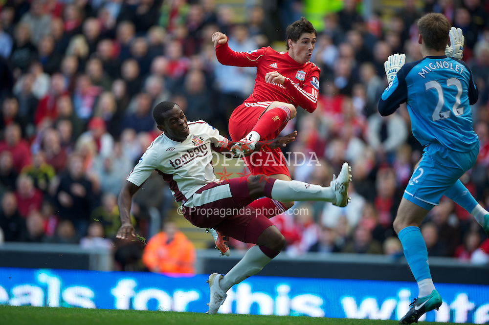 LIVERPOOL, ENGLAND - Saturday, September 25, 2010: Liverpool's Fernando Torres scores the opening goal against Sunderland, but it is disallowed for offside during the Premiership match at Anfield. (Photo by David Rawcliffe/Propaganda)