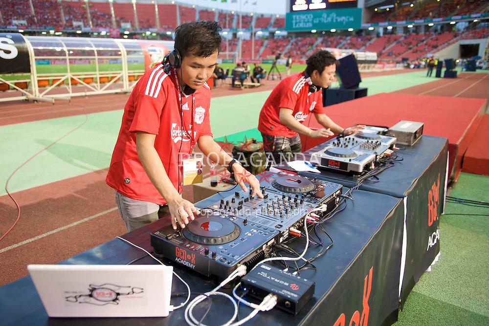 BANGKOK, THAILAND - Wednesday, July 22, 2009: Two Thai DJ's play a set during a preseason friendly match at the Rajamangala Stadium. (Pic by David Rawcliffe/Propaganda)