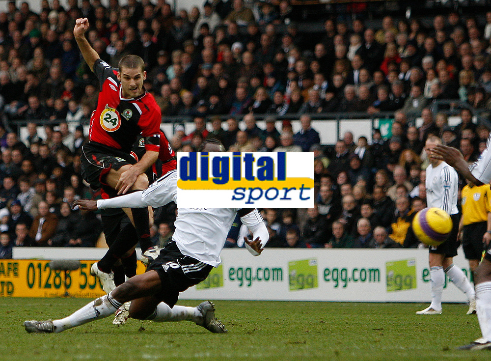 Photo: Steve Bond/Sportsbeat Images.<br /> Derby County v Blackburn Rovers. The FA Barclays Premiership. 30/12/2007. David Bentley (L) fires in no2 as Claude Davis (R) tries to block