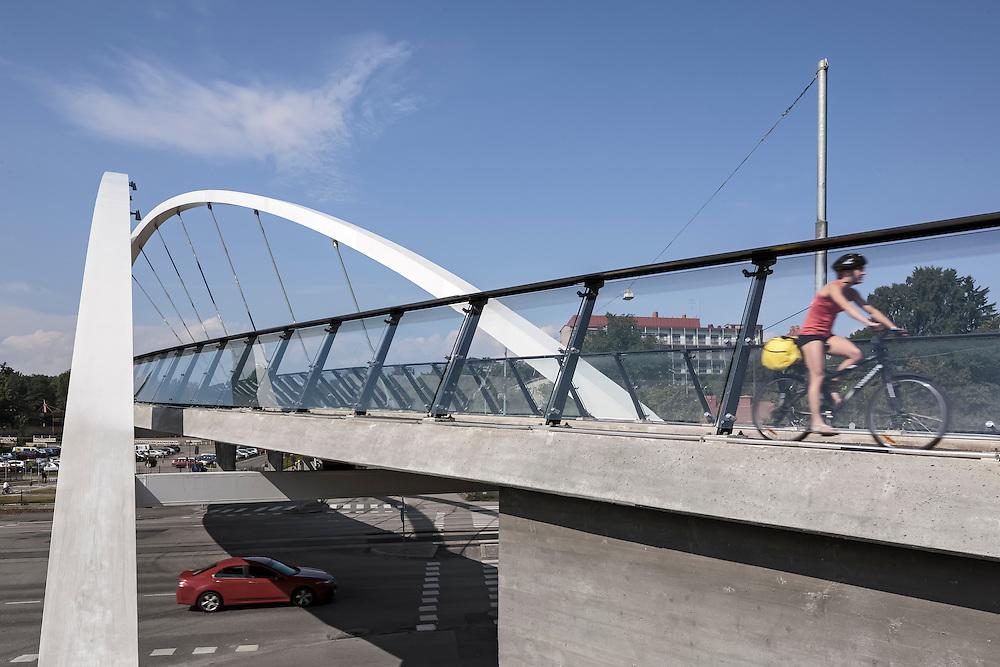 Auroransilta pedestrian bridge over Nordenskiöldinkatu in Helsinki, Finland designed by WSP Finland.