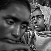 After crossing the border to Sha pohrir Dwip in the night Rohingya refugees wait to be led into a camp. Since the end of august 2017, the beginning of the crisis, more than 600,000 Rohingyas have fled Myanmar to seek refuge in Bangladesh. Cox's Bazar - november 5th 2017.<br /> Après avoir franchit la frontière à Sha pohrir Dwip dans la nuit des réfugiés Rohingyas attendent d'être dirigés dans un camp. Depuis le début de la crise, fin août 2017, plus de 600000 Rohingyas ont fuit la Birmanie pour trouver refuge au Bangladesh. Cox's Bazar le 05 novembre 2017.