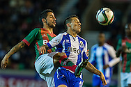 Portugal, FUNCHAL : Porto's Spanish forward Tello (R)  vies with Maritimo's Portuguese defender João Diogo (L ) during Portuguese League football match Maritimo vs F.C. Porto at Barreiros Stadium in Funchal on January  25, 2015. PHOTO/ GREGORIO CUNHA