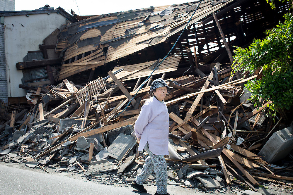 KUMAMOTO, JAPAN - APRIL 20 : A woman is seen through the wreckage of houses on April 20, 2016 in Mashiki town, Kumamoto, Japan. At least 41 people were killed and over 180,000 people were evacuated in the series of earthquakes hitting southwestern Japan since 14 April 2016.<br /> Photo: Richard Atrero de Guzman<br />  is seen through the wreckage of houses on April 20, 2016 in Mashiki town, Kumamoto, Japan. At least 41 people were killed and over 180,000 people were evacuated in the series of earthquakes hitting southwestern Japan since 14 April 2016.<br /> Photo: Richard Atrero de Guzman