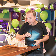 NLD/Hilversum/20181221 - Afscheidsuitzending Edwin Evers, Edwin Evers aan het sjoelen