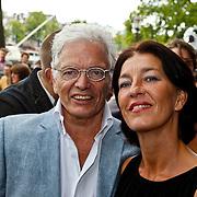NLD/Amsterdam/20100801 - Inloop premiere musical Crazy Shopping, ben Cramer en partner Carla van der Waal