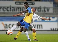 31-10-2007: Voetbal: KNVB Beker RKC Waalwijk - BV Veendam: Waalwijk<br /> Fred Benson, maker van de 3-0 en 4-0, in duel met Lucien Sahetapy.<br /> Foto: Dennis Spaan