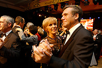 22 NOV 2002, BERLIN/GERMANY:<br /> Wolfgang Gerhardt (R), FDP, Fraktionsvorsitzender, und Ehefrau Marlis Gerhardt, tanzen waehrend dem Bundespresseball 2002 unter dem Motto Staats-Theater, Hotel Interconti<br /> IMAGE: 20021122-01-021<br /> KEYWORDS: Ball, Tanz, Presseball, Ehefrau, wife