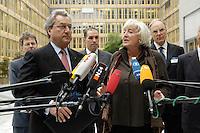 """13 APR 2005, BERLIN/GERMANY:<br /> Dieter Hundt (L), Praesident Bundesvereinigung der Deutschen Arbeitgeberverbaende, BDA, und Renate Schmidt (R), SPD, Bundesfamilienministerin, geben ein Statement, vor Beginn der Konferenz """"Familie - ein Erfolgsfaktor fuer die Wirtschaft"""", Haus der Deutschen Wirtschaft<br /> IMAGE: 20050413-02-002<br /> KEYWORDS: Mikrofon, microphone"""