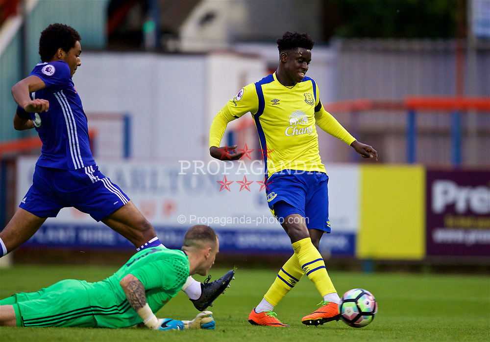 ALDERSHOT, ENGLAND - Friday, April 21, 2017: Everton's Bassala Sambou scores the first equalising goal against Chelsea during FA Premier League 2 Division 1 Under-23 match at the Recreation Ground. (Pic by David Rawcliffe/Propaganda)