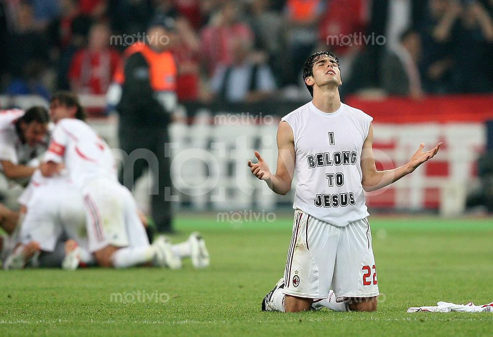 Fussball CHL Finale AC Mailand 2-1 FC Liverpool JUBEL AC; Kaka kniet am Boden und betet