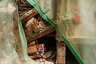 Grisciano, Italia - Il cimitero di Grisciano. Il cimitero &egrave; chiuso al pubblico. A distanza di quasi un anno dal terremoto &egrave; assurdo che le bare non siano state ancora ricollocate. I cittadini sono costretti ad entrare di nascosto nel cimitero (non solo quello di Grisciano) per venire a dare un saluto ai loro cari.<br /> Ph. Roberto Salomone