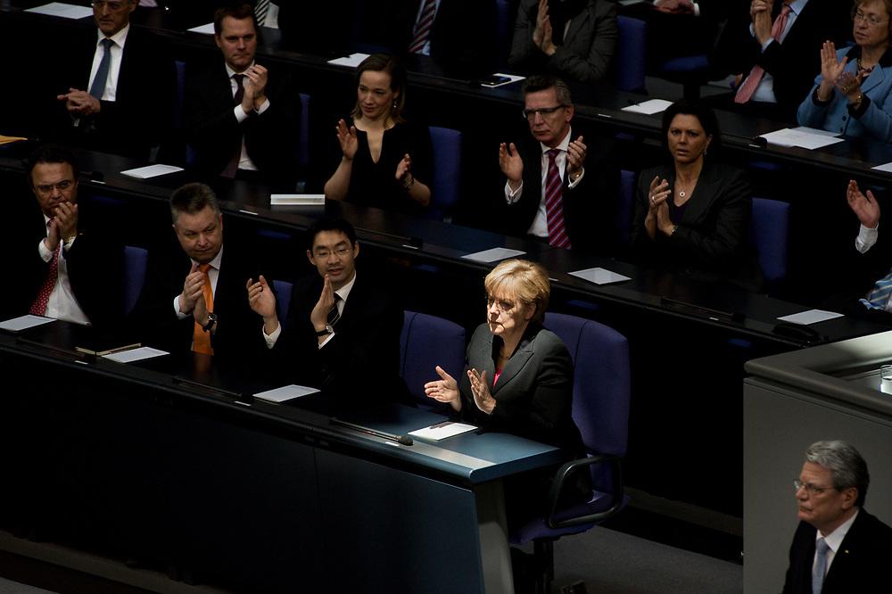 Bundeskanzlerin Angela Merkel während der Rede von Bundespräsident Joachim Gauck, gemeinsame Sitzung von Bundestag und Bundesrat anl. der Vereidigung des Bundespräsidenten, Plenum, Deutscher Bundestag, 23. März 2012