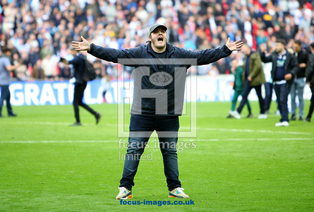 Millwall fan taunts Bradford City fan after the Sky Bet League 1 play-off final at Wembley Stadium, London<br /> Picture by Glenn Sparkes/Focus Images Ltd 07939664067<br /> 20/05/2017