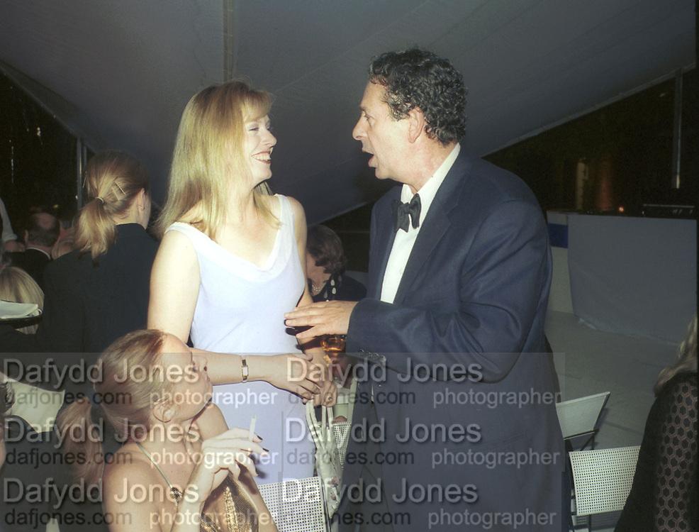 Ffion Hague and Charles Saatchi, below: Stella McCartney. 30th Aniversary Gala Dinner, Serpentine Gallery.20 June 2000<br />© Copyright Photograph by Dafydd Jones 66 Stockwell Park Rd. London SW9 0DA Tel 020 7733 0108 www.dafjones.com