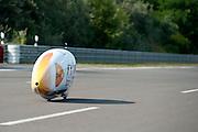 In Lausitz rijdt Wil Baselmans zijn testronde op de Dekrabaan. Met de VeloX3 wil het Human Power Team het werelduurrecord verbreken. In september wil het team, dat bestaat uit studenten van de TU Delft en de VU Amsterdam, een poging doen het wereldrecord snelfietsen te verbreken, dat nu op 133 km/h staat tijdens de World Human Powered Speed Challenge.<br /> <br /> At the Dekra test track in Lausitz the Human Power Team Delft and Amsterdam is test riding the VeloX3 with rider Wil Baselmans for the attempt to set a new world hour record on a bicycle. With the special recumbent bike the team, consisting of students of the TU Delft and the VU Amsterdam, also wants to set a new world record cycling in September at the World Human Powered Speed Challenge. The current speed record is 133 km/h.