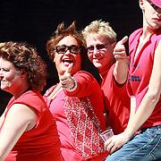NLD/Amsterdam/20070804 - Gaypride Canalparade 2007, Viola Holt en partner Peter Holt op de helemaal Jottum boot