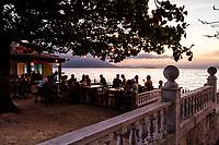 Bar na Praia do Ribeirão da Ilha ao anoitecer. Florianópolis, Santa Catarina, Brasil. / Bar at Ribeirao da Ilha Beach at dusk. Florianopolis, Santa Catarina, Brazil.
