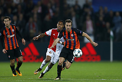 (L-R), Jean-Paul Boetius of Feyenoord, Bohdan Butko of FC Shakhtar Donesk during the UEFA Champions League group F match between Feyenoord Rotterdam and Shakhtar Donetsk at the Kuip on October 17, 2017 in Rotterdam, The Netherlands
