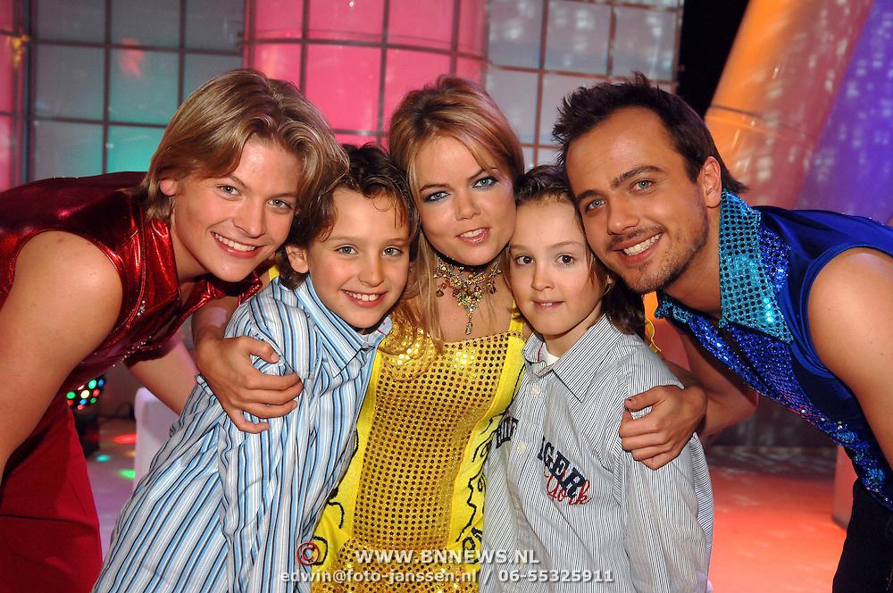NLD/Hilversum/20070309 - 9e Live uitzending SBS Sterrendansen op het IJs 2007, Thomas Berge, Sita Vermeulen en Geert Hoes met Maxim en Didier Froger