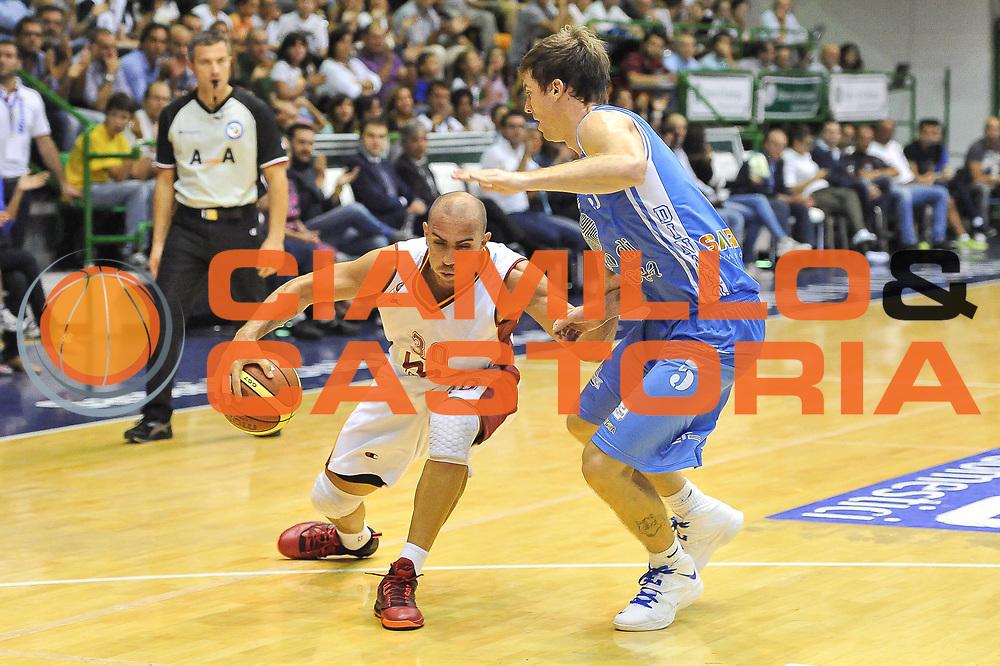 DESCRIZIONE : Trofeo Ponti Dinamo Banco di Sardegna Sassari - Galatasaray Istanbul<br /> GIOCATORE : Carlos Arroyo<br /> CATEGORIA : Palleggio Penetrazione<br /> SQUADRA : Galatasaray Istanbul<br /> EVENTO :  Trofeo Ponti<br /> GARA : Dinamo Banco di Sardegna Sassari - Galatasaray Istanbul<br /> DATA : 25/09/2013<br /> SPORT : Pallacanestro <br /> AUTORE : Agenzia Ciamillo-Castoria / Luigi Canu<br /> Galleria : Precampionato 2013-2014<br /> Fotonotizia : Trofeo Ponti Dinamo Banco di Sardegna Sassari - Galatasaray Istanbul<br /> Predefinita :