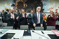 11 FEB 2017, BERLIN/GERMANY:<br /> Martin Schulz, SPD, Kanzlerkandidat, Sigmar Gabriel, SPD, Bundesaussenminister, Thomas Oppermann, SPD Fraktionsvorsitzender, Frank-Walter Steinmeier, SPD, Kandidat fuer das Amt des Bundespraesidenten, Christine Lamprecht, SPD, 1. Parl. Gesch&auml;ftsf&uuml;herin, (v.L.n.R.), vor Beginn der SPD Fraktionssitzung am Vortag der Bundesversammlung, Reichstagsgebaeude, Deutscher Bundestag<br /> IMAGE: 20170211-02-015<br /> KEYWORDS: Applaus, applaudieren, klatschen