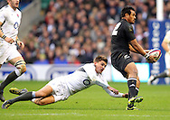 © Andrew Fosker / Seconds Left Images 2010 - England's Toby Flood tries to tackle New Zealand's Isaia Toeava England v New Zealand All Blacks - Investec Challenge Series - 06/11/2010 - Twickenham Stadium  - London - All rights reserved..