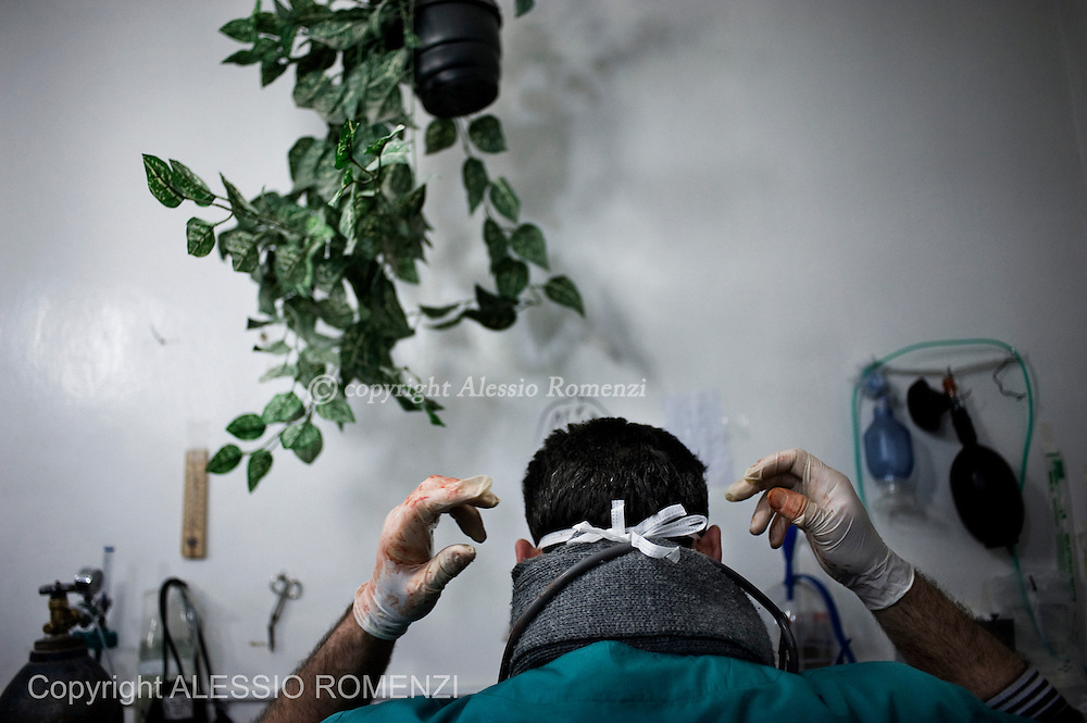 SYRIA, HOMS, Baba Amro: A Syrians doctor set himself for surgeries on wounded men in a house used as hospital in Baba Amro, southern neighborhood of Homs on February 06, 2012.  ALESSIO ROMENZI
