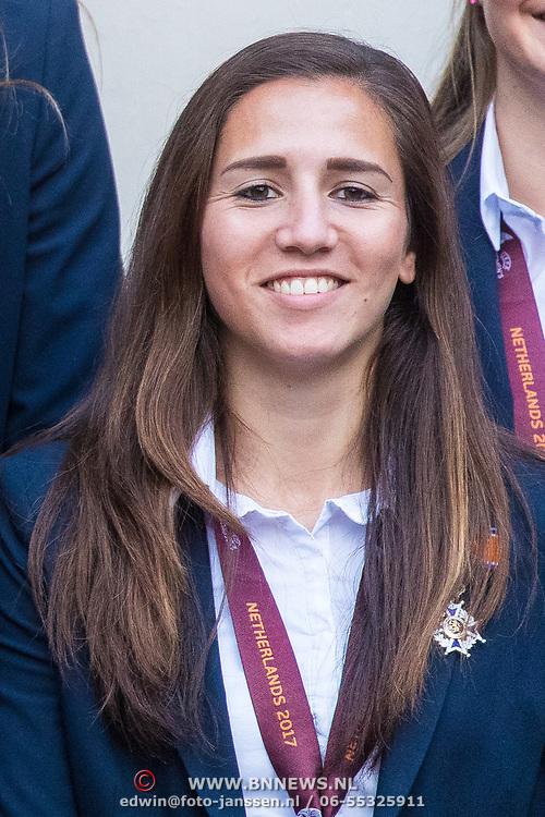 NLD/Den Haag/20171025 - Koning ontvangt winnaar EK voetbal Vrouwen 2017, Vanity Lewerissa