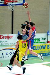 20-05-2006 BASKETBAL: FINALE PLAYOFF BINNENLAND - YELLOW BIKE: BARENDRECHT<br /> Yellow Bike verslaat Binnenland in eigenhuis en neemt nu een 3-1 voorsprong in de serie best of seven / Laura Kooij<br /> ©2006-WWW.FOTOHOOGENDOORN.NL