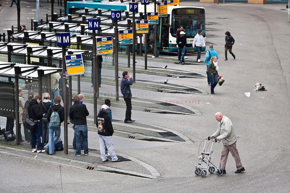 8/4/2009. busstation groningen . foto: Pepijn van den broeke