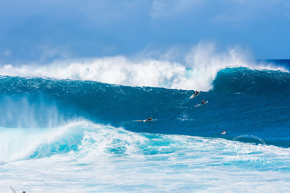 A large set arriving on the outer reef at the Banzai Pipeline, North Shore, Oahu, Hawaii
