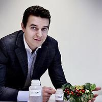 Nederland, Amsterdam , 14 oktober 2014.<br /> Bijna driekwart van de bedrijven in de chemische industrie in Nederland innoveert.<br /> De Vereniging van de Nederlandse Chemische Industrie (VNCI) geeft tijdens haar persbijeenkomst op dinsdag 14 oktober inzicht in de meest recente innovatiecijfers, laat diverse chemiebedrijven aan het woord over innovatie en geeft een update over de ontwikkelingen binnen de Topsector Chemie op het gebied van innovatie in Matrix Innovation Center Science Park Amsterdam.<br /> Op de foto: Rudi Dieleman van Pectcof.<br /> Pectcof onttrekt uit pulp van de koffiebes natuurlijke grondstoffen als pectine, antioxidanten, suikers en pigmenten<br /> Foto:Jean-Pierre Jans