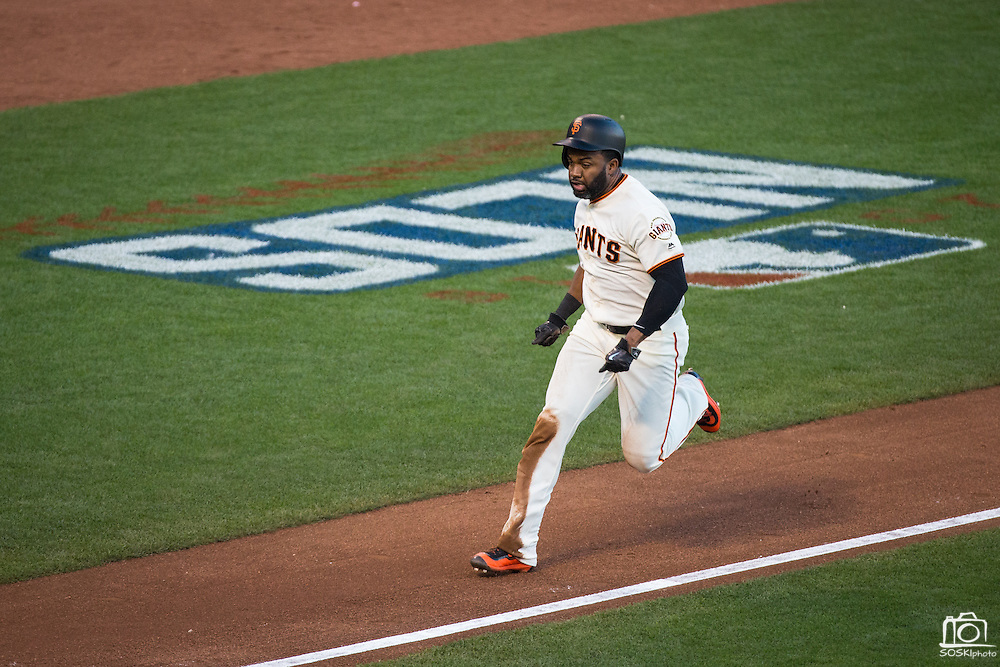 San Francisco Giants center fielder Denard Span (2) scores a run on a sacrifice fly by catcher Buster Posey (28) during Game 4 of the NLDS against the Chicago Cubs at AT&T Park in San Francisco, Calif., on October 11, 2016. (Stan Olszewski/Special to S.F. Examiner)