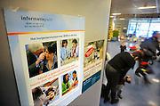 Nederland, Nijmegen, 22-1-2009In het UMC Radboud vindt op de poli kindergeneeskunde een pilot plaats waar bij patienten hun burgerservicenummer, sofinummer, moeten geven om dit in te voeren in het dossier, patientendossier. Dit is nodig om in het epd verschillende gegevens aan elkaar te koppelen.Foto: Flip Franssen
