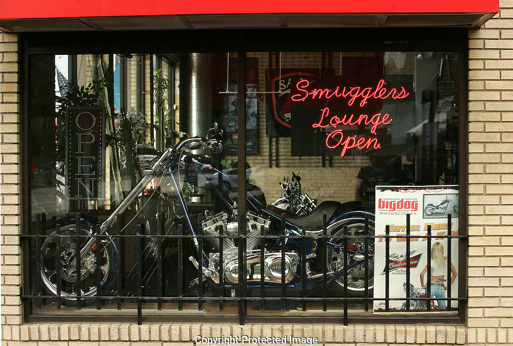 Smuggler's Lounge.611 E. Broad St., Downtown.614-224-9400