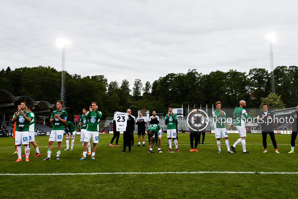 160528 Fotboll, Allsvenskan, J&ouml;nk&ouml;ping - Sundsvall<br /> Spelarna i J&ouml;nk&ouml;pings S&ouml;dra IF tackar publiken och supportrarna f&ouml;r st&ouml;det efter matchen.<br /> &copy; Daniel Malmberg/Jkpg Sports Photo