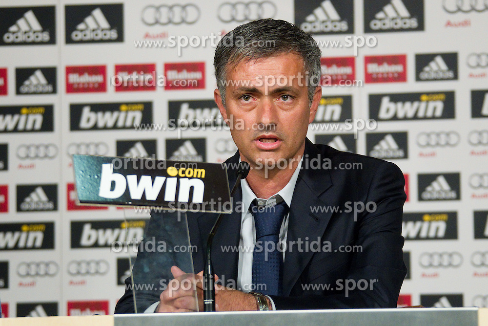 31.05.2010, Estadio Santiago Bernabeu, Madrid, ESP, Real Madrid, Präsentation Jose Mourinho im Bild Real Madrid's neuer Trainer Jose Mourinho, EXPA Pictures © 2010, PhotoCredit: EXPA/ Alterphotos/ Alvaro Hernandez / SPORTIDA PHOTO AGENCY