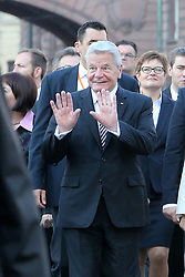 03.10.2015, Frankfurt am Main, GER, Tag der Deutschen Einheit, im Bild Bundespräsident Joachim Gauck grüßt die Bürger am Strassenrand beim Gang von Paulskirche zum Frankfurter Dom // during the celebrations of the 25 th anniversary of German Unity Day in Frankfurt am Main, Germany on 2015/10/03. EXPA Pictures © 2015, PhotoCredit: EXPA/ Eibner-Pressefoto/ Roskaritz<br /> <br /> *****ATTENTION - OUT of GER*****