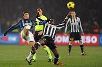 """Javier Zanetti Inter e Momo Sissoko juve<br /> Torino, 13/02/2011 Stadio """"Olimpico""""<br /> Juventus-Inter<br /> Campionato Italiano Serie A 2010/2011<br /> Foto Nicolo' Zangirolami Insidefoto"""