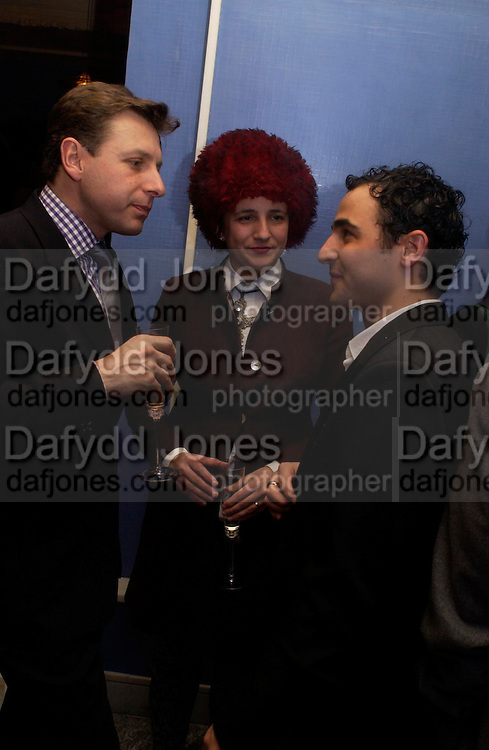 Selina Blow and Zac Posen.  Zac Posen Spring/ Summer collection launch party. The Blue Bar, Berkeley Hotel. London. 7 March 2004. Dafydd Jones,  ONE TIME USE ONLY - DO NOT ARCHIVE  © Copyright Photograph by Dafydd Jones 66 Stockwell Park Rd. London SW9 0DA Tel 020 7733 0108 www.dafjones.com