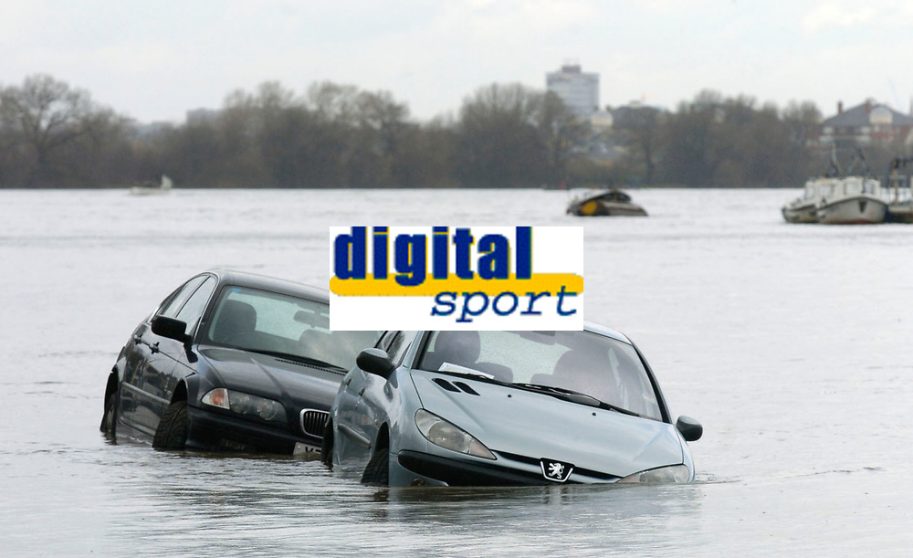 Photo: Daniel Hambury.<br />Varsity Boat Race Preview Day. 29/03/2006.<br />Two cars caught out by the high tide.