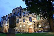 Albertinum, Dämmerung, Dresden, Sachsen, Deutschland.|.Dresden, Germany, sculpture in front of Albertinum at night