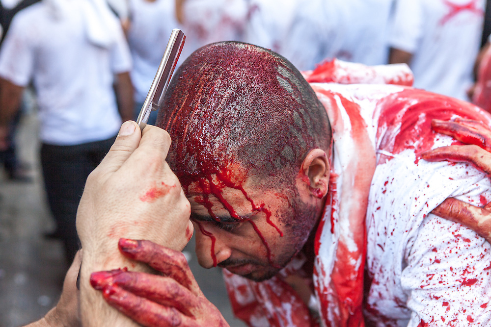 A shiite muslim man has his forehead slashed by a razor during the Day of Ashura, Nabatieh, Lebanon (November 14, 2013).