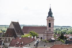 THEMENBILD - Die Freistadt Rust am Neusiedlersee wird auch Hauptstadt der Stoerche genannt. Der Weissstorch (Ciconia ciconia) zaehlt zu den groessten Landvoegeln Europas. Das Federkleid ist bis auf die schwarzen Schwungfedern rein weiss. Schnabel und Staender sind rot. Hier im Bild tadtpfarrkirche Rust zur heiligen Dreifaltigkeit. Aufgenommen am 19.05.2013 in Rust. // THEMES IMAGE - The town of Rust on Lake Neusiedl is also called the capital of the storks. The White Stork (Ciconia ciconia) counts the largest land birds in Europe. The plumage is pure white except for the black wing feathers, beak and uprights are red. Pictured in Rust, austria on 2013/05/19. EXPA Pictures © 2013, PhotoCredit: EXPA/ Johann Groder