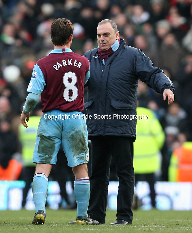 26/12/2010 - Barclays Premier League - Fulham vs. West Ham United - West Ham manager Avram Grant hugs Scott Parker of West Ham after their victory - Photo: Simon Stacpoole / Offside.