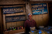 Itabirito _ MG, Brasil..Vendedor de produtos rurais na beira da BR 040 em Itabirito, Minas Gerais...Seller of rural products at  BR 040 in Itabirito, Minas Gerais...Foto: LEO DRUMOND / NITRO