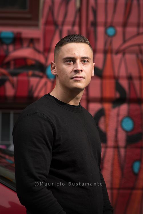 Disarstar (* 15. Januar 1994; bürgerlich Gerrit Falius)[1] ist ein deutscher Rapper aus Hamburg, der bei dem Label Warner Music Group unter Vertrag steht.