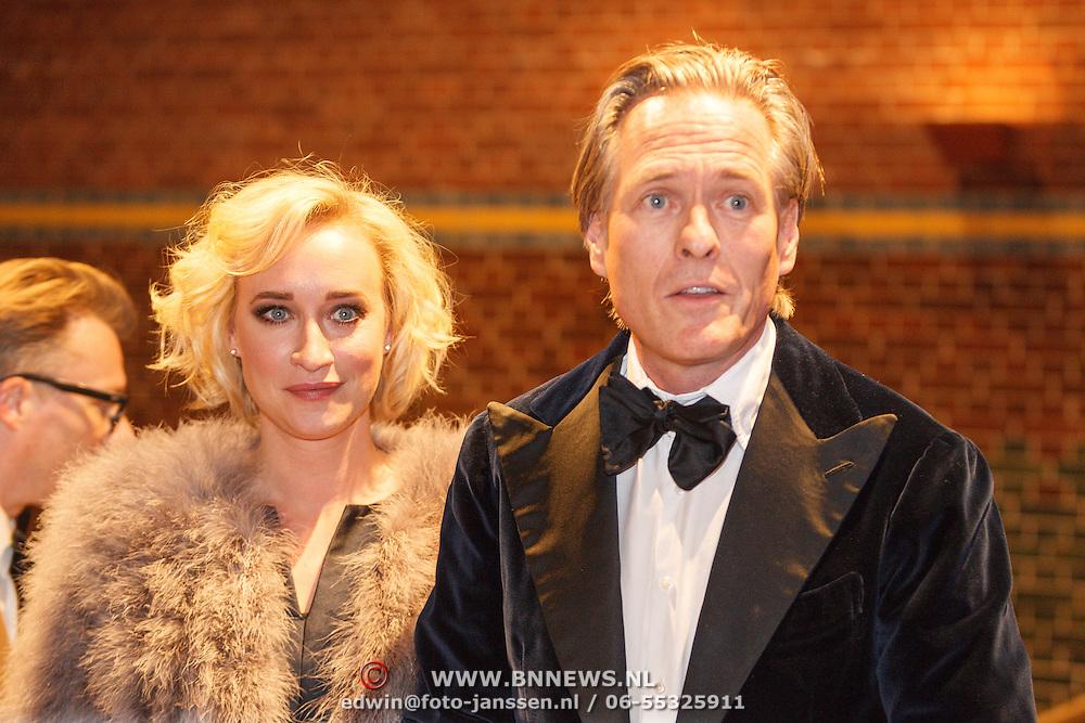 NLD/Amsterdam/20160210 - gasten arriveren bij Correspondents' Dinner 2016, Eva Jinek en Jort Kelder